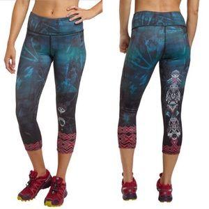 NWT Onzie Graphic Print Mystic Capri Leggings